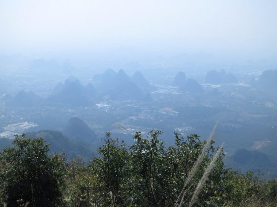 Lushan County, Kina: View thru the haze