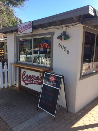 Clayton, Kalifornien: Doesn't look like much from the outside, but it's the food that counts!