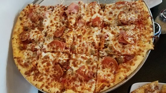 """Jefferson City, Μιζούρι: All meats """"The Man"""" Specialty Pizza"""