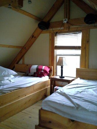 Seguin, Teksas: Beds in loft of Laughing Water.