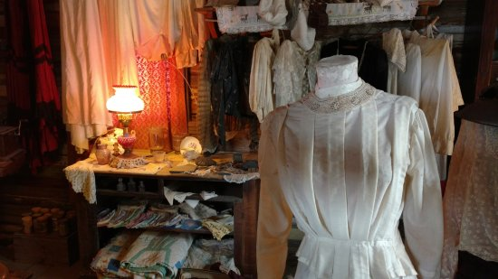 Castle Dome Mines Museum & Ghost Town: Dress shop in Castle Dome