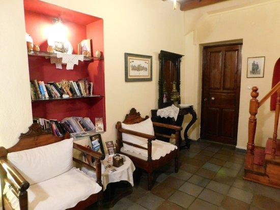Veneto Boutique Hotel: Upstairs library area