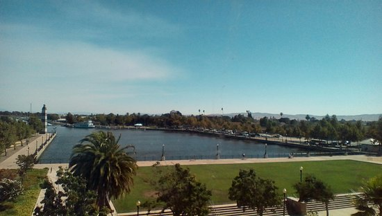 Hampton Inn and Suites Suisun City Waterfront: Make sure you get a view of the water