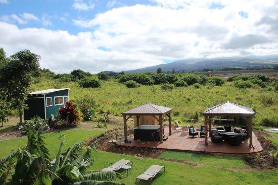 Peace Of Maui: Hibiscus room and hot tub