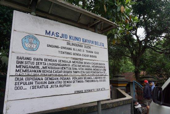 Masjid Bayan Beleq: Information board
