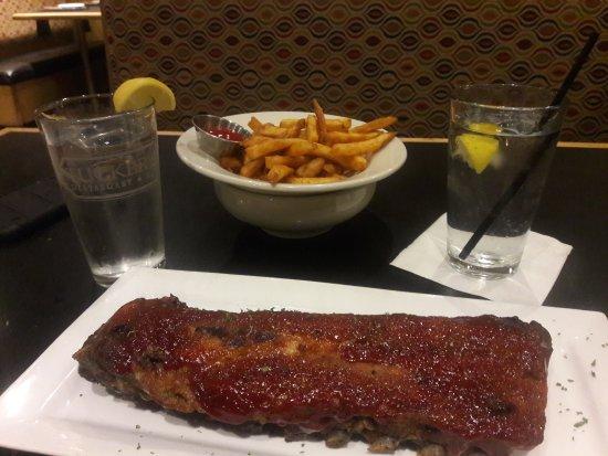 Άντερσον, Νότια Καρολίνα: My husband & I ordered the full rack of ribs, it came with a side salad & an additional side for