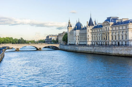 Paris Skip-the-Line Conciergerie and Sainte-Chapelle Tour