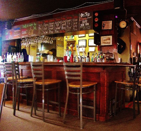 Troutdale, OR: ye olde small bar