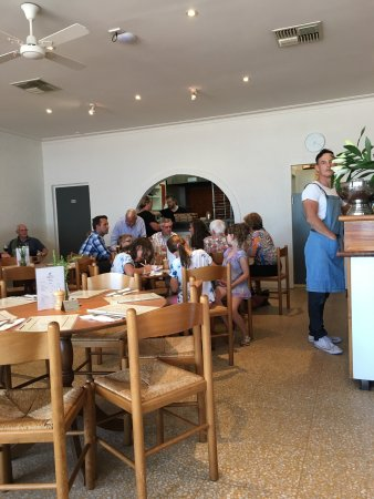 Rye, Australia: Under new management the place looks amazing. Friendly and efficient service and good family foo