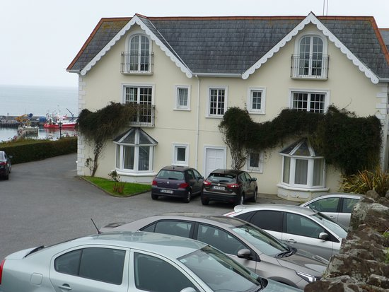 Ballycotton, Ιρλανδία: Plenty of parking at Bayview Hotel