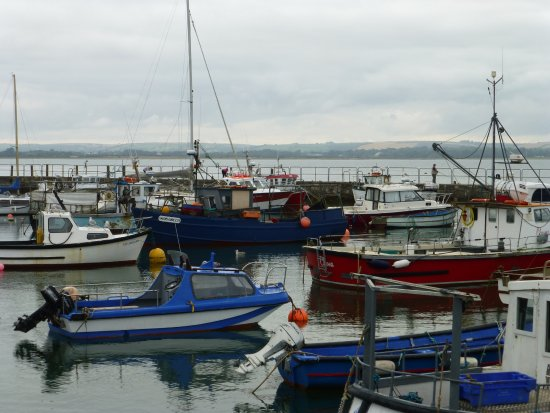 Ballycotton, Ireland: Colourful harbour
