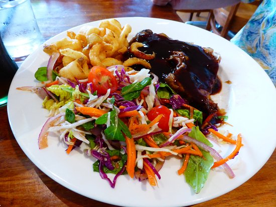 East Maitland, Australia: Steak with hickory smoked barbeque sauce and fresh vege slaw