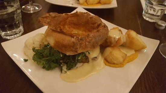 The Monro Gastropub: Veggie roast dinner