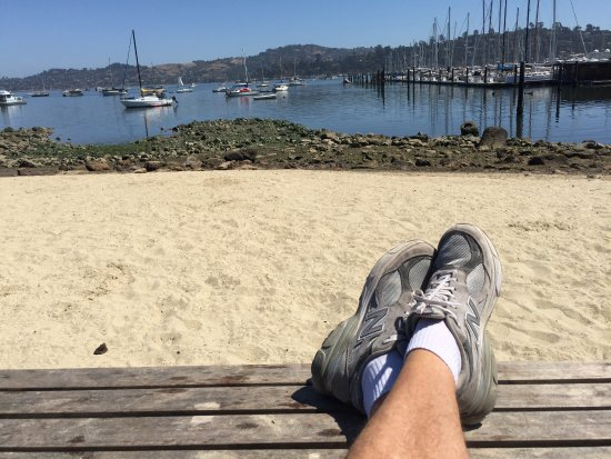 Sausalito, Kalifornien: After walking, sit by a little beach and relax