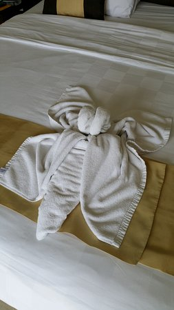 Amadea Resort & Villas: dragon fly towels bedroom