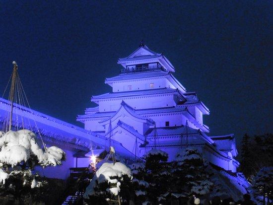 Tsuruga Castle: 鶴ヶ城もライトアップ