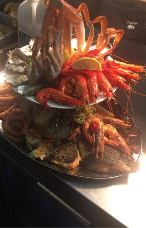 Engadine, Australia: Seafood platter for two ;)