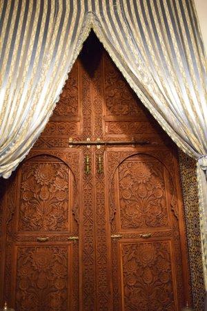 Riad Damia : Door from inside the room