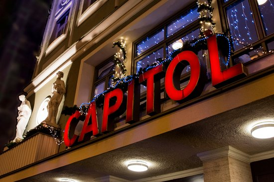 Capitol: Am Abend