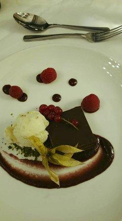 Escrick, UK: Chocolate torte with cherry sauce and pistachio ice cream