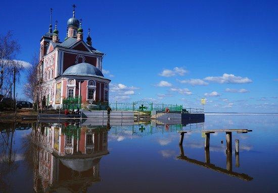 Pereslavl-Zalessky, Russia: С Плещеева озера на Церковь открывается потрясающий вид, известный по многим открыткам и фотогра