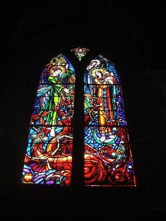 Chartres Cathedral: こんな鮮やかなステンドガラスは初めて見ました