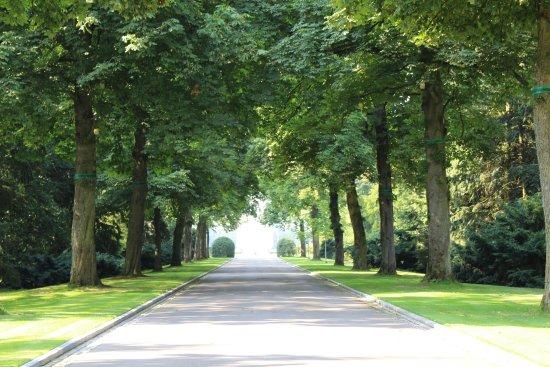 Neupre, Bélgica: entrada cementerio