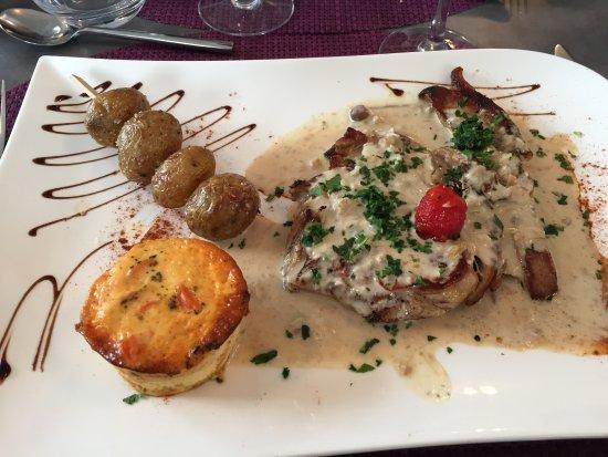 La Roche Chalais, France: côte de veau aux cèpes