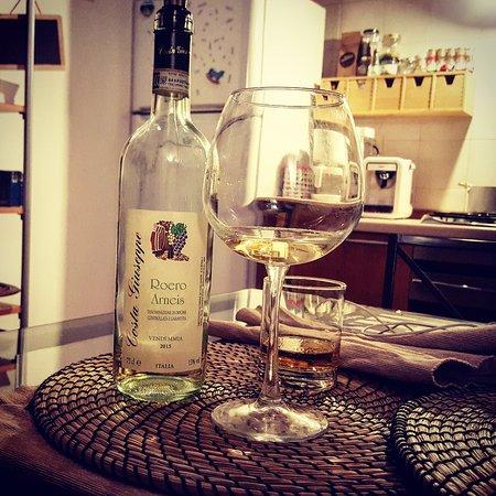 Monta, Italien: Un nostro buon bicchiere di Roero Arneis bevuto nel capoluogo Piemontese.