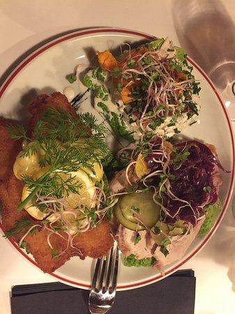 Viborg, Dinamarca: Tre fantastiske stykker smørrebrød fra kafe Kjelds.