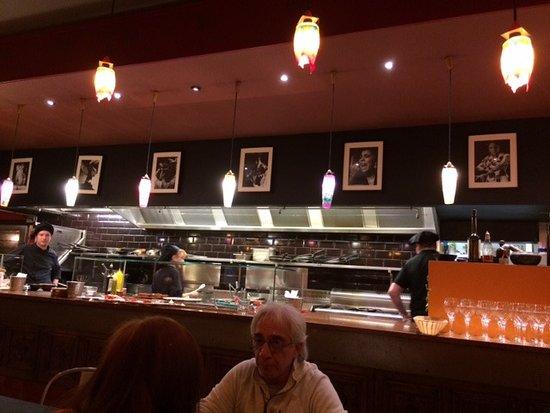 La cuisine ouverte sur le restaurant photo de casa paco for Cuisine ouverte restaurant norme