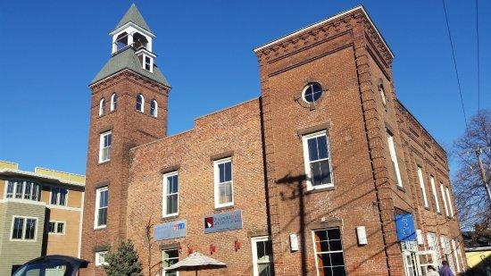 Northampton, MA: Típico edificio con su fachada de ladrillos.