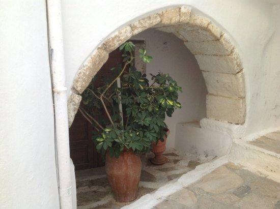 Kastro: Πόρτα υπογείου