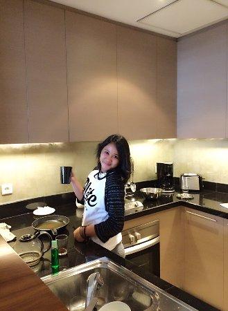 Oakwood Premier Cozmo Jakarta: Kitchen Area