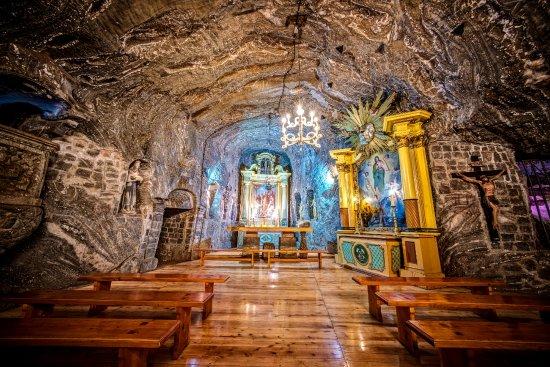 Kopalnia Soli: Kaplica Św. Kingi - unikalne miejsce z relikwiami św. Kingi , ołtarzem papieskim