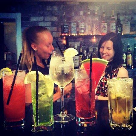 Sollefteå, Σουηδία: Många sommardrinkar finns på drinkmenyn