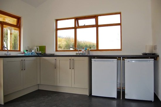 Llandow, UK: Fully equipped kitchen area