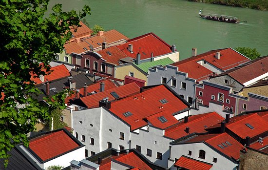 Burghausen, Almanya: Вид города с крепости