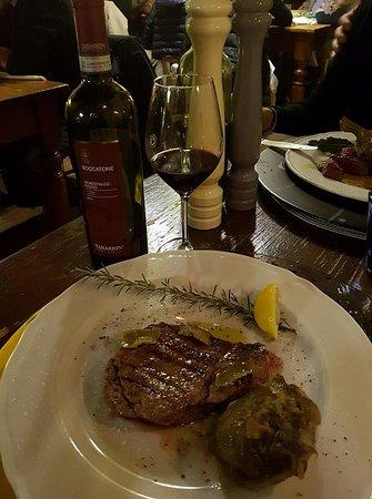 Valtopina, Italia: Filetto di Bufala con Carciofi - 10 e lode