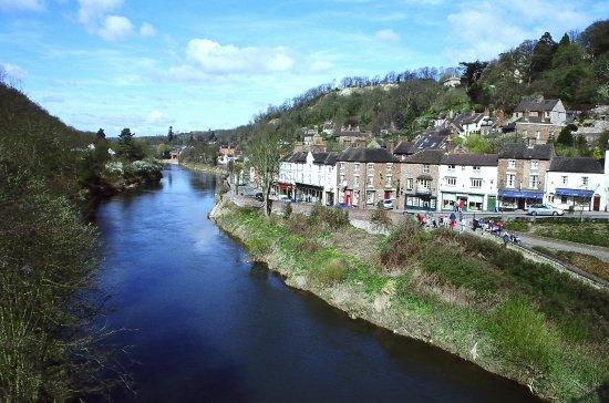 Ironbridge, UK: 非常美的一個小鎮,充滿歷史感,有進入時空隧道的感覺~