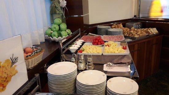 Brembate, Italy: La prima colazione del Guglielmotel****