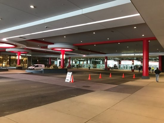 Donald E. Stephens Convention Center: Drop Off and VIP Parking