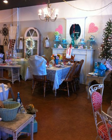 Juno Beach, FL: Beautifully decorated with color themed eating areas