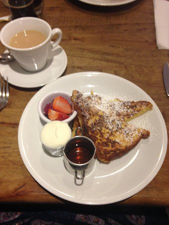 Retford, UK: Brioche French Toast with cream, fruit & golden syrup