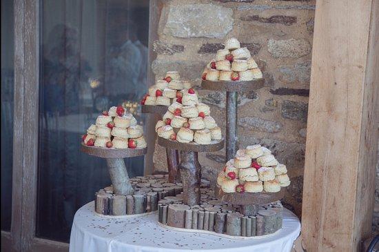 St. Neot, UK: Scone wedding cakes