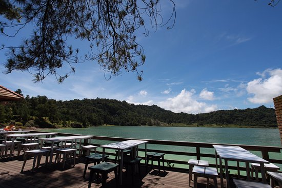 Tomohon, Endonezya: the lake side restaurant