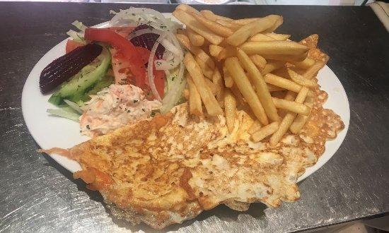 Dartford, UK: Cheese omelet chips & salad 👍✅