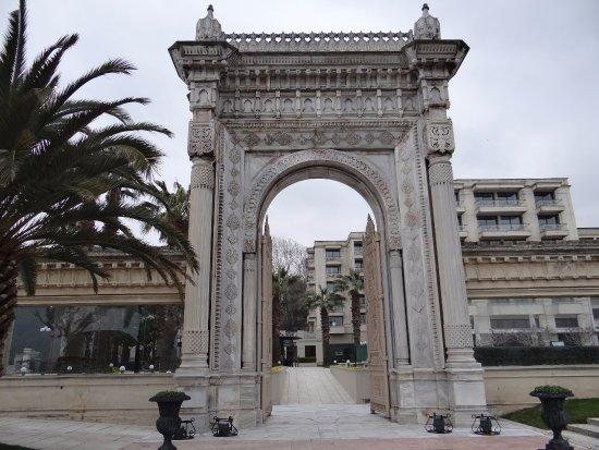 Ciragan Palace Kempinski Istanbul: gate