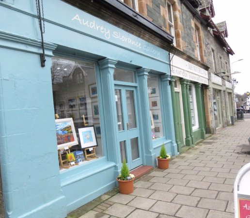 Aberfeldy, UK: shop front and entrance