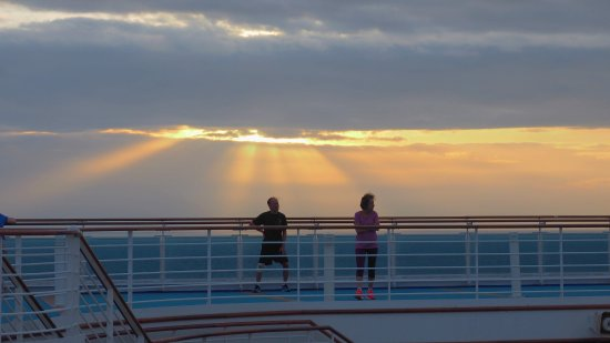 South Pacific: Sunrice on the South Padific in Diamond Princess
